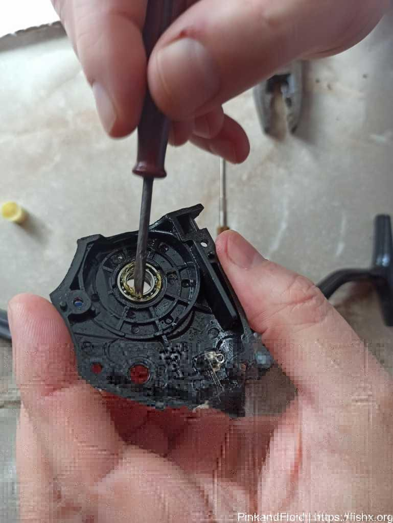 Как почистить и смазать безинерционную катушку с байтранером