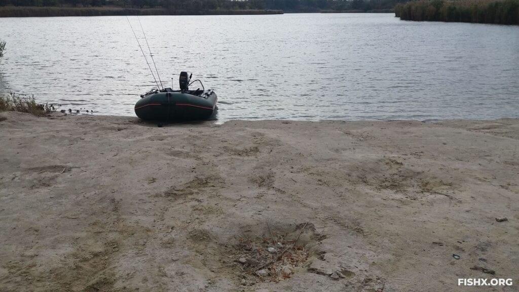 На лодке в поисках судака