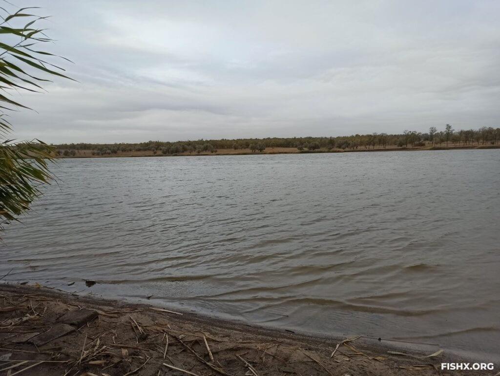 Октябрьский пасмурный день у реки
