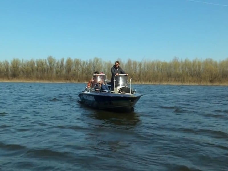 Отвесное блеснение с лодки