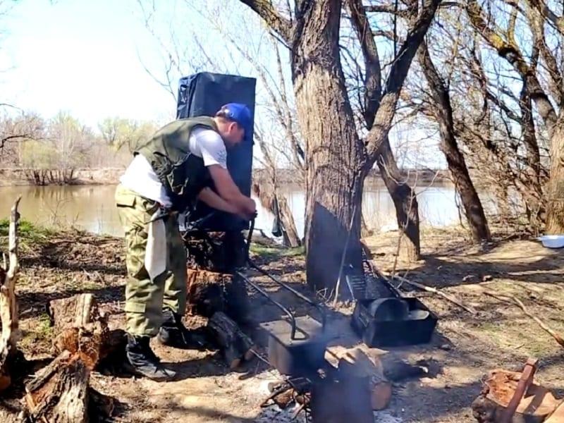 Коптим рыбу прямо на рыбалке