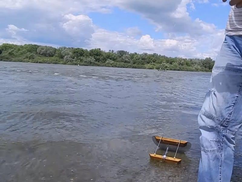 Ловля рыбы на cнасть кораблик