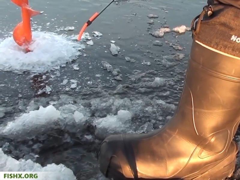 Техника игры зимней блесной