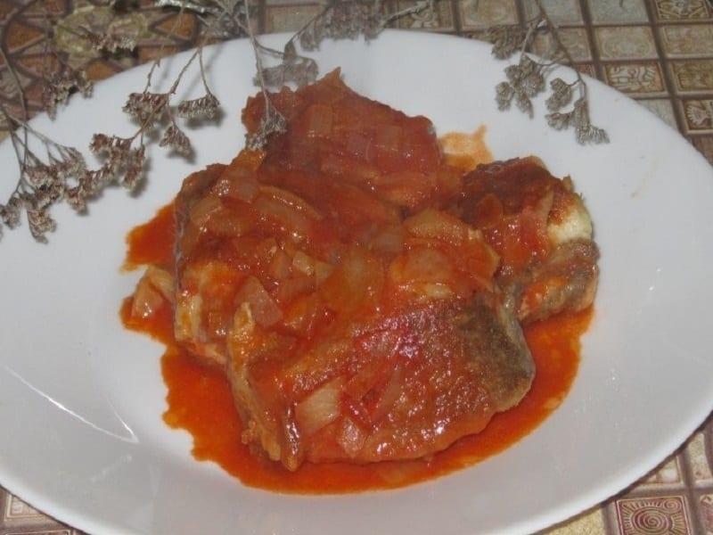 Щука в томатной заливке