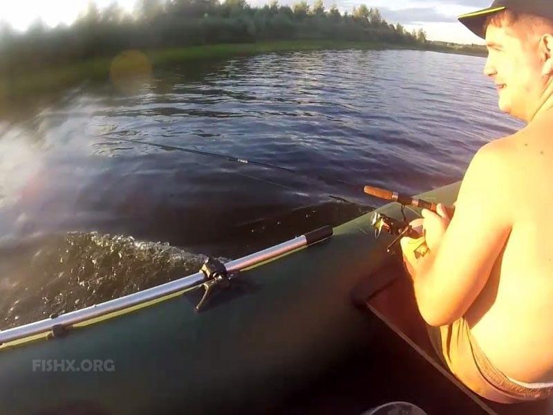 Троллинговая ловля на городской реке