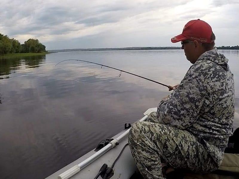 Ловля леща в проводку осенью с лодки