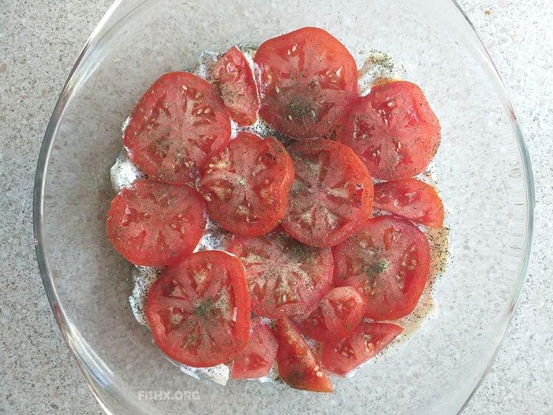 Судак, запечённый с помидорами и сыром