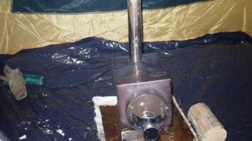 Брикеты и дрова для обогрева палатки