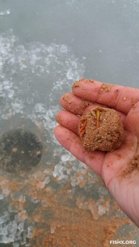 Как легко сделать прикормочные шары для ловли со льда