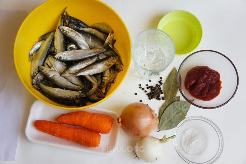Ингредиенты для кильки в томате