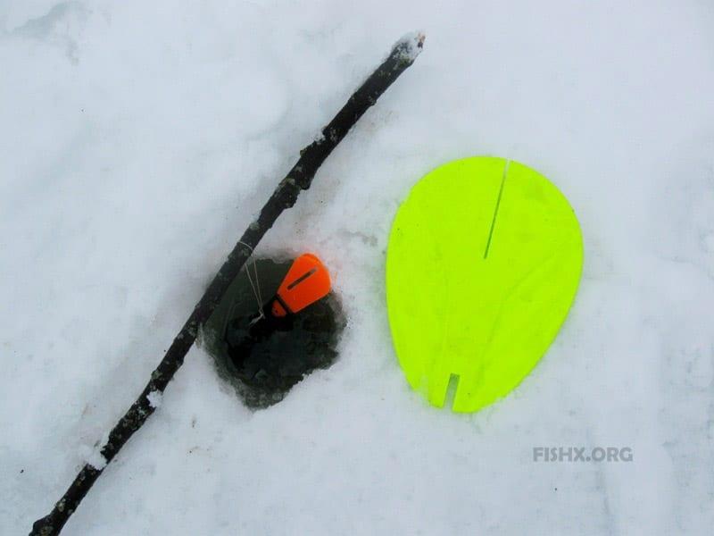 Жерлица для ловли летом и подо льдом