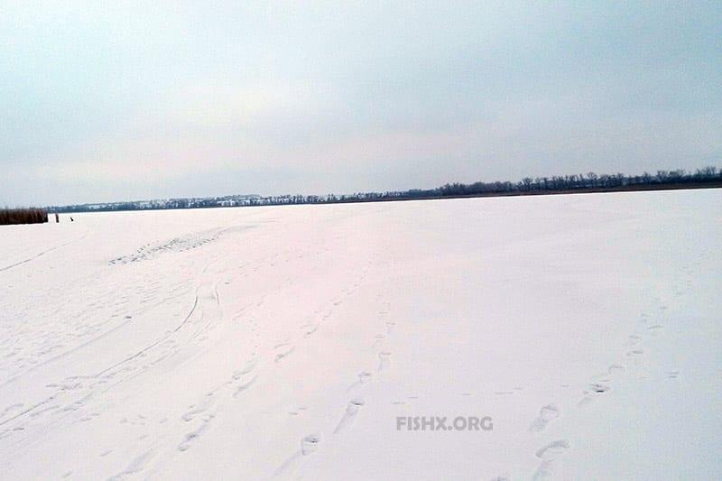 Следы рыбаков на снегу