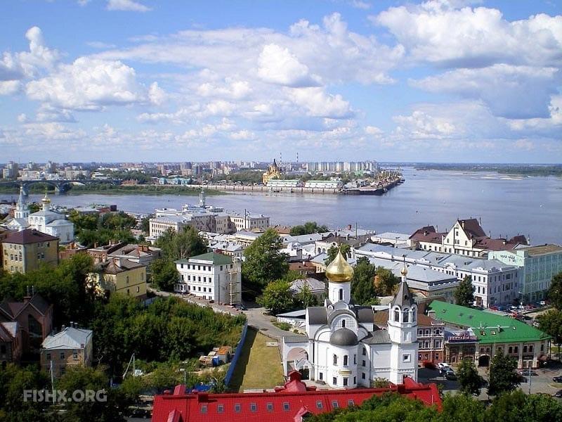 Рыбалка на Стрелке летом, река Волга