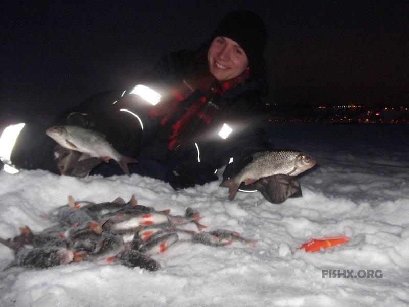 Рыбалка на Стрелке зимой, река Волга