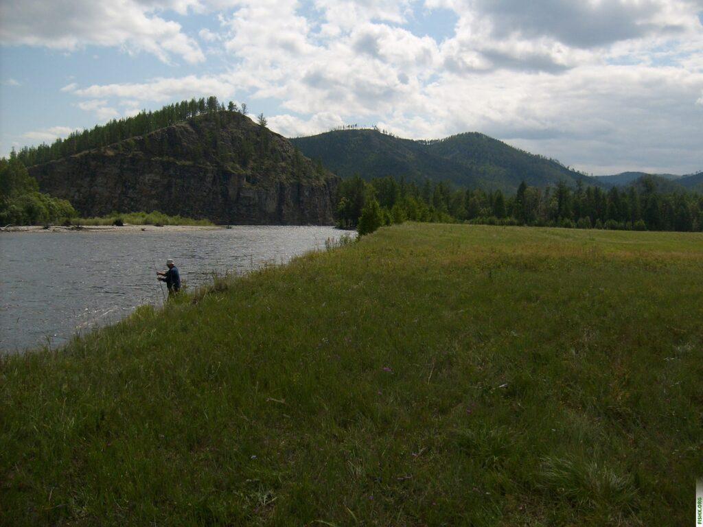 Рыбак на реке Селенга, вблизи озера Байкал