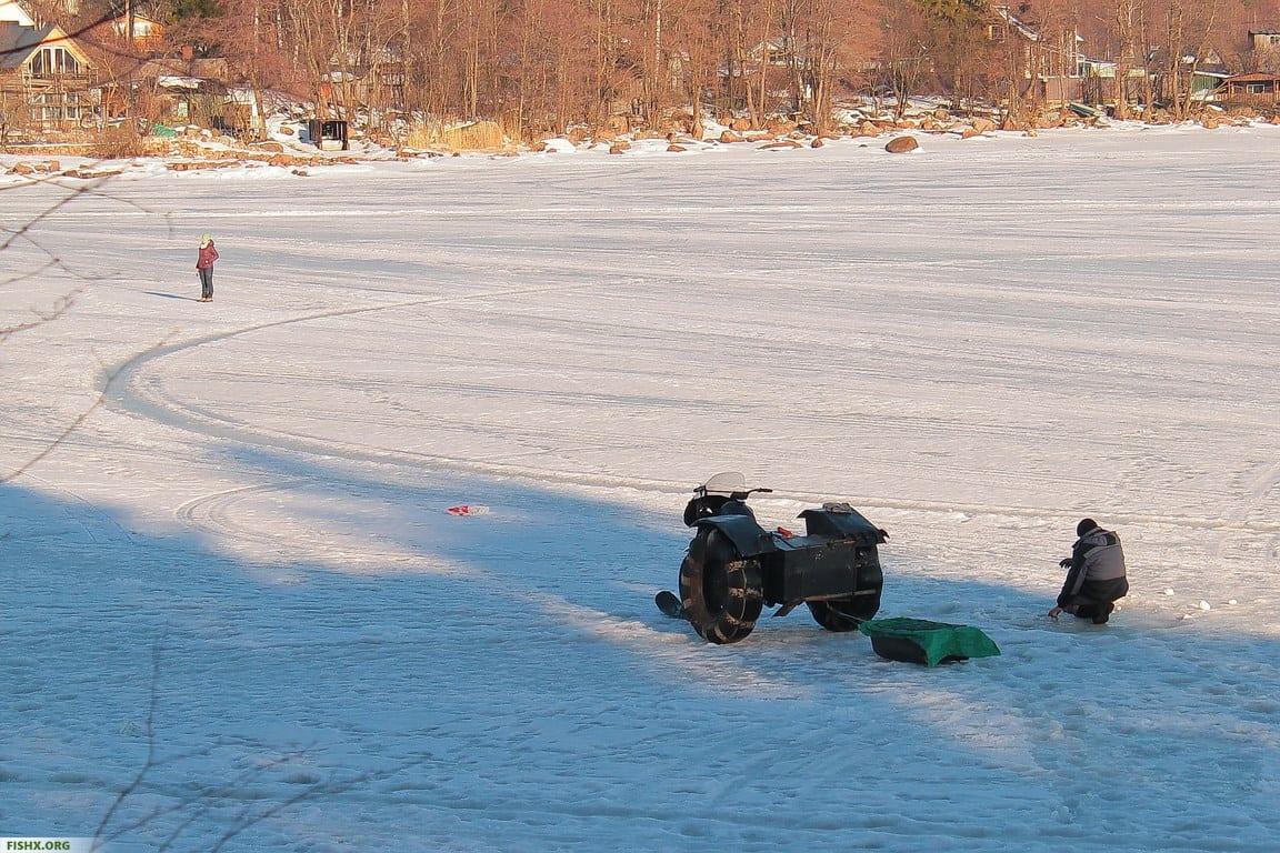 Зимой на льду